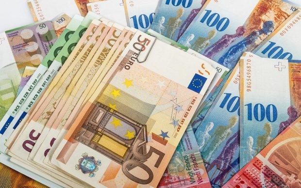 افزایش قیمت دلار، نرخ یورو و پوند کاهش یافت